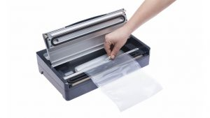 cutting foil roll into vacuum bag