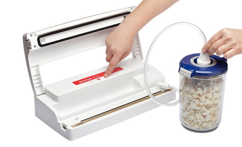 vacuum packing containers with food