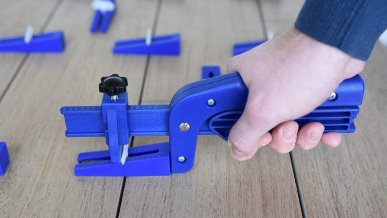 Easytiler pliers in use