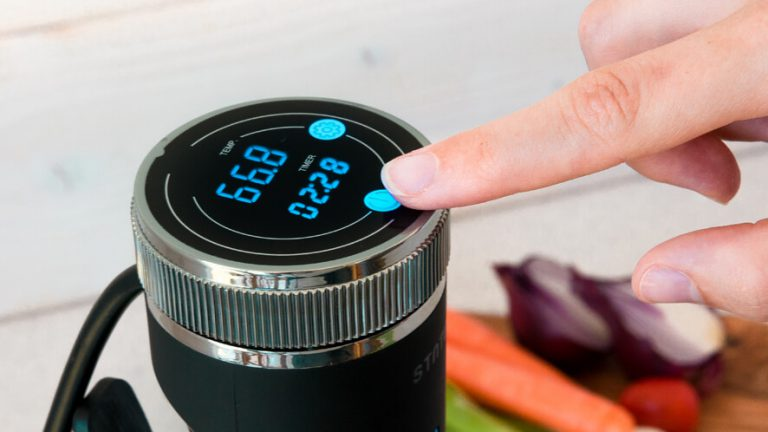 sous vide wand cooker setting the time and temperature