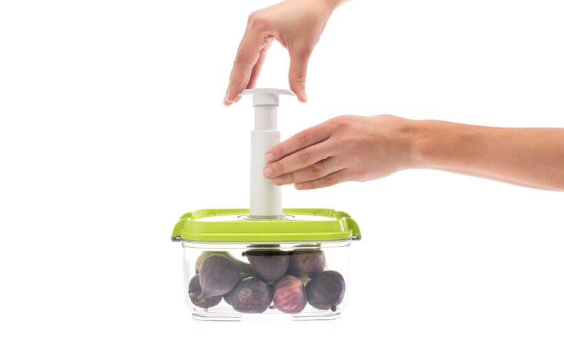 vacuum sealing container with manual pump